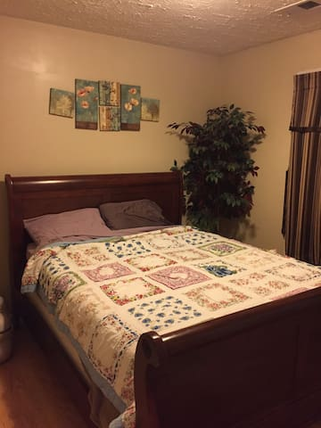 Spare Bedroom in Cute Country Home - Mount Sterling - Huis