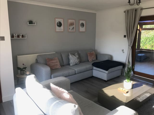 Detached 2 Bed Bungalow By the Beach