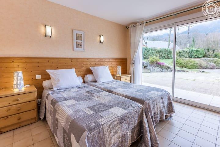 Chambre avec 2 lits séparés logement du rez-de-chaussée