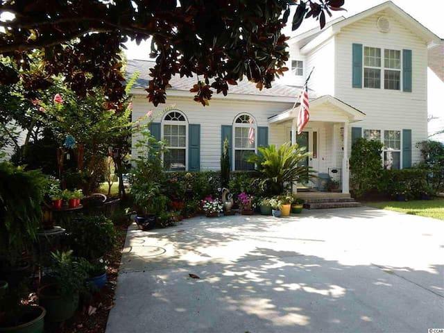 Lovely 3br home near Myrtle's BEST beach - Myrtle Beach - House