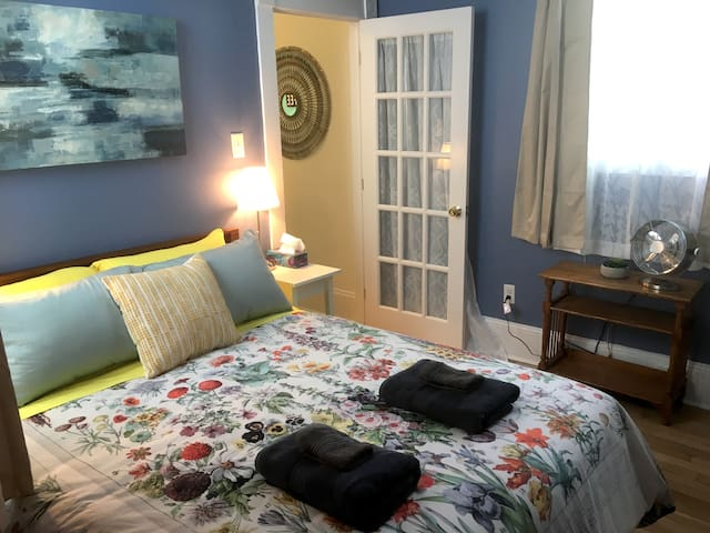 Private Cozy Downtown Halifax Apt Fully Outfitted