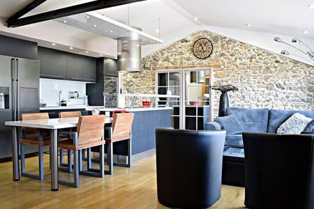 Modern house in Pyrenees w/garden - Montjoie-en-Couserans