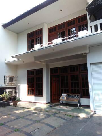 Rumah Noorsyamsoe - kamar dgn akses lengkap