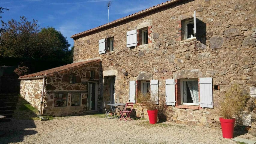 Jolie grange en pierre rénovée - La Pommeraie-sur-Sèvre - Huis