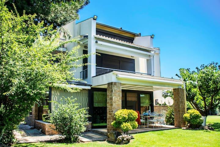 Malena Cuoco King Size Villa