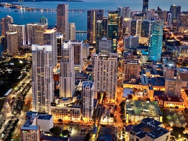 STYLISH Downtown Miami APT | Fast WiFi + Parking