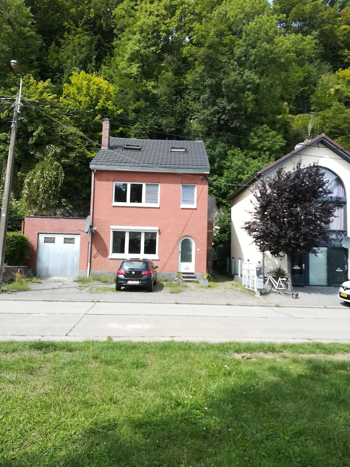 Appartement on a unique location with the forest as your back garden and 5 minutes from the city centre of Maastricht