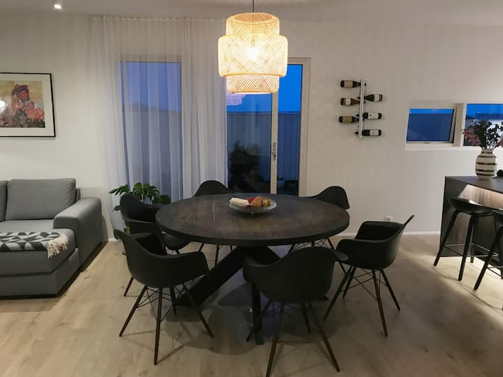 Room #2 - 10 min from KEF airport and Blue lagoon