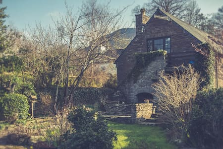 Old Coach House with stunning views - Cathedine