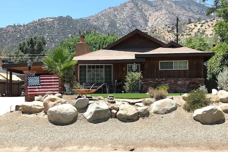 Cozy, clean, Kernville home, 2 blks to River