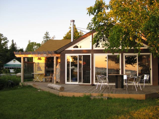 Modernized beach-front cottage in Oliphant - Wiarton - Cabaña