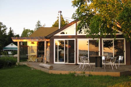 Modernized beach-front cottage in Oliphant - Wiarton - Blockhütte
