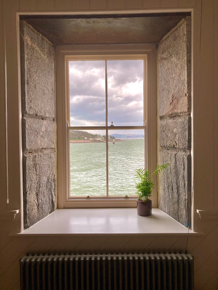 Stunning apartment with sea views and parking