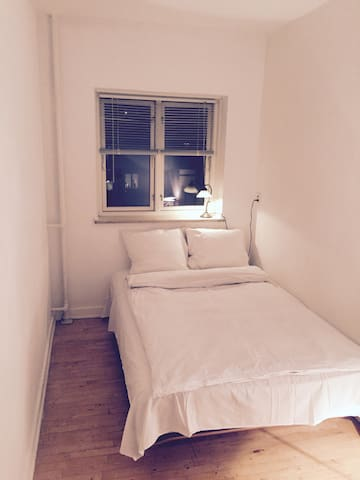 Single room close to Copenhagen, shared apartment. - Gentofte - Huoneisto