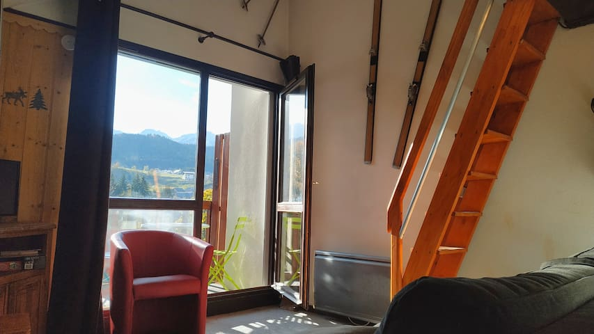 Studio coquet vue montagne proche centre bourg