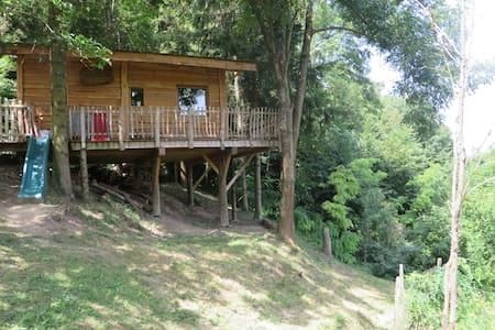 Cabane en bois située dans la Drôme des collines - Ratières