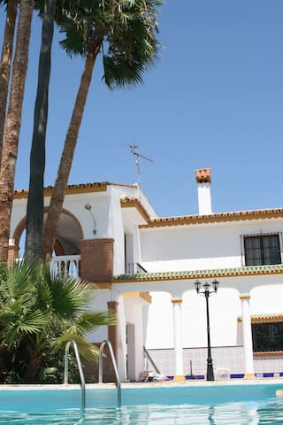 Nice guest room in Andalucian Finca with airco - Cártama - House