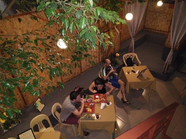 Fast wifi 64 mbs in room 6m2 for rent in B&B - Parañaque - ที่พักพร้อมอาหารเช้า