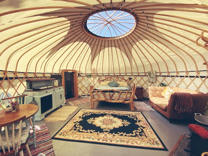 Brogh Yurt at Woonsmith Farm