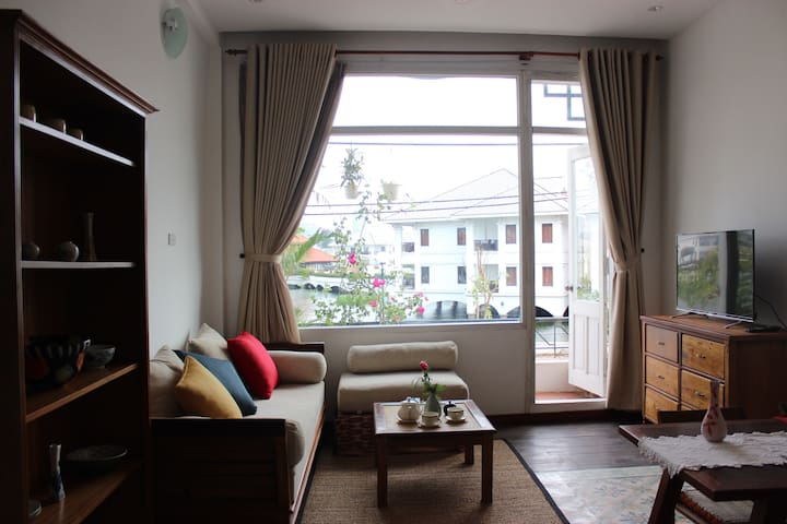 Eco-friendly lakeside apartment with balcony - Quảng An - Appartement