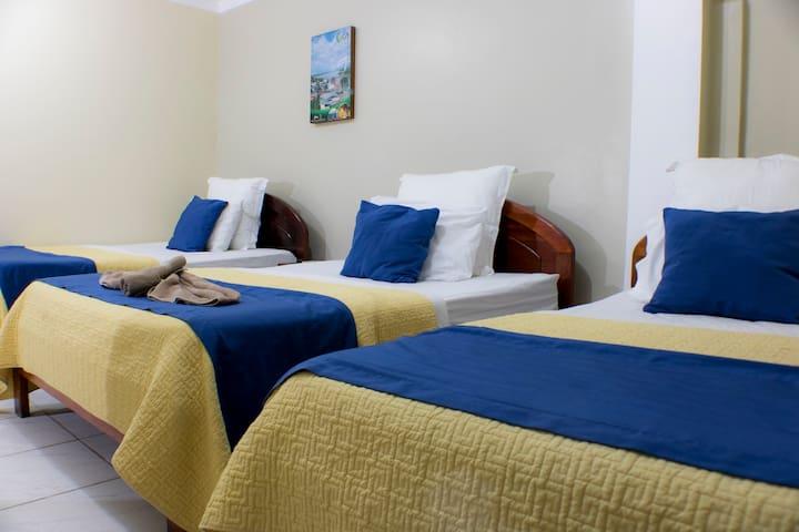 Habitación Triple + Desayuno (Hotel Rio Napo)