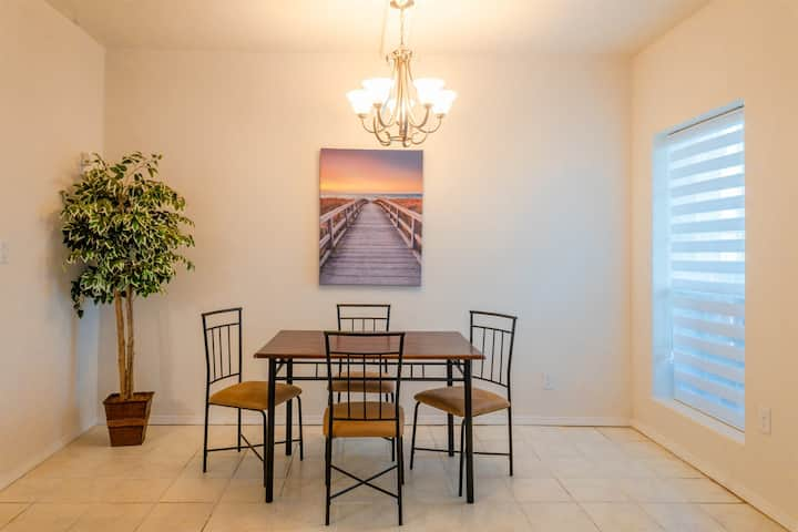 Sun Ray Condo 2A - Awesome 1Bd/1Ba, WiFi, 3/4 blocks from the beach, w/Parking