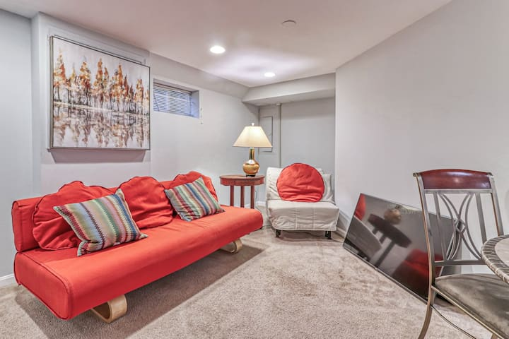 No car needed - Basement suite close to NIH