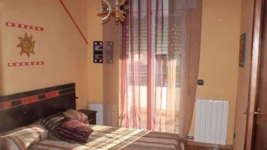Habitación/Habitaciones en chalet con jardín - Trobajo del Camino - Bungalo