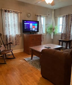 Private cozy apartment. 2 miles from downtown GR.