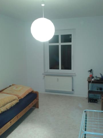 privat room in a litle flat :) - Halle (Saale) - Apartment