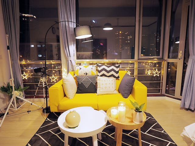 【浪漫温馨】大使馆区国际公寓,360度全景落地窗,超棒夜景|浴缸、小米空气净化器、干衣机、投影仪