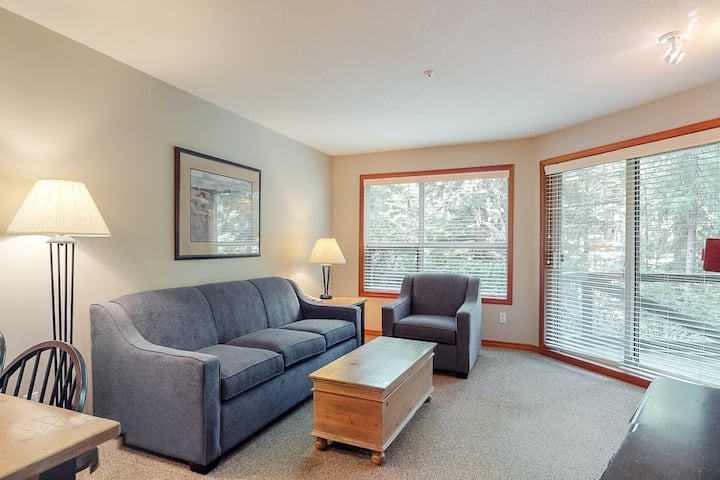 Slope-side condo w/ private balcony, shared pool/hot tub, & fireplace!