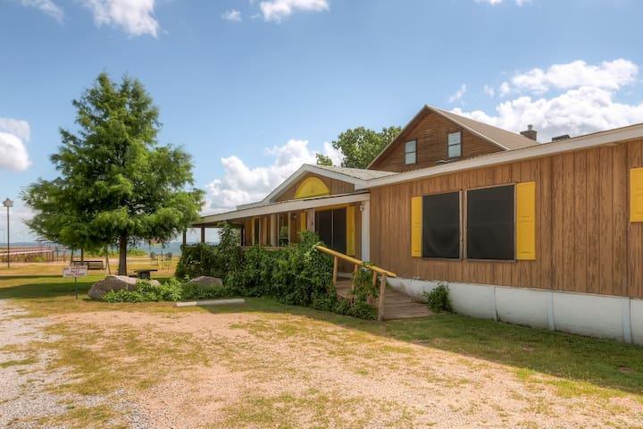 'Banta House' 3BR Buchanan Dam Home w/Lake Views