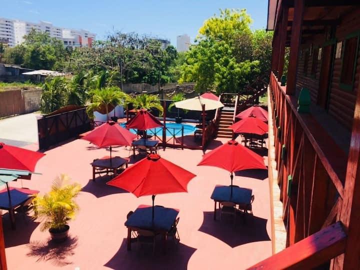 Plaza El Oasis La casa De Madera