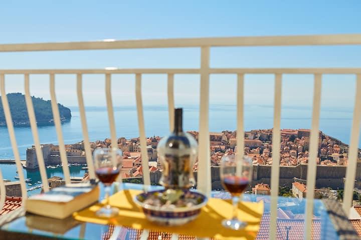 Medzalin double room with balcony and sea view