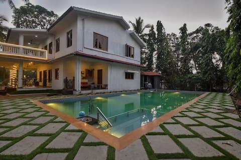 White Gold Villa: 6 bhk near the jetty