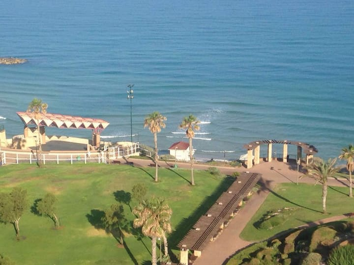 Panoramic Views - 4 Bedroom - Steps from the beach