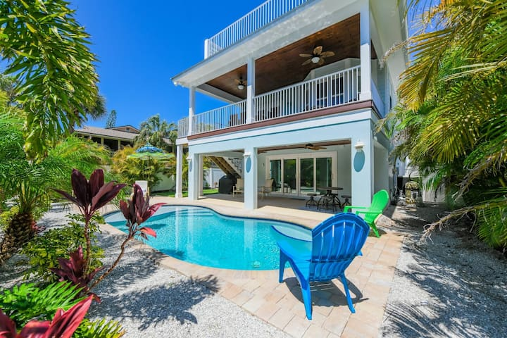 Block to Beach, Tons of Deck Space, Heated Pool!