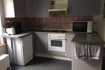 Küche - eigener Kühlschrank, Geschirrtuch, Schwämme sowie Spülmittel inklusive