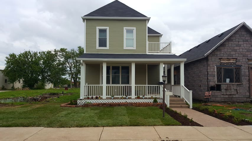 15 Minute walk to downtown Indy - Indianapolis - Huis