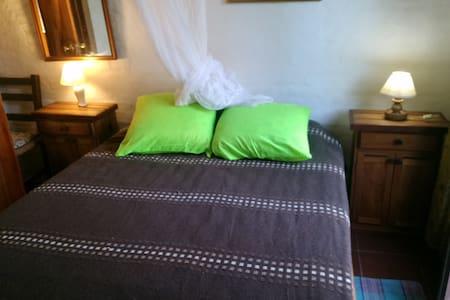 habitación cama  iluminada  4 cuadras de 3 playas. - La Paloma