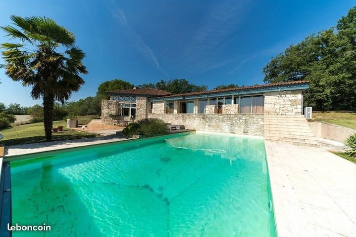 ** The Stone Architect villa ** (4BR, Pool, View)