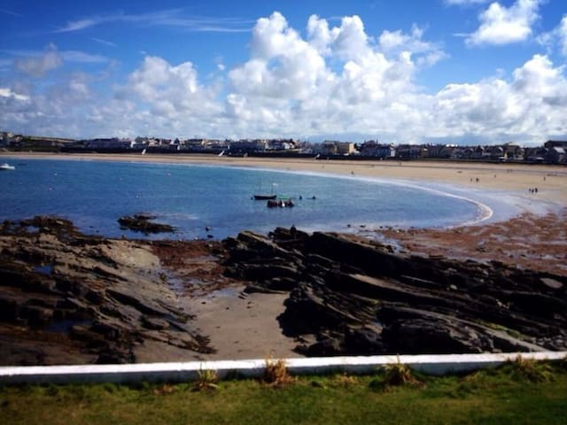 House on Wild Atlantic Way, overlooking the sea. - Kilkee - Huis
