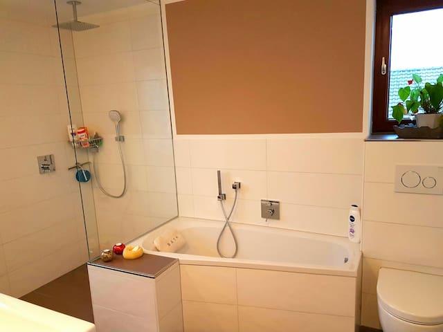 Schönes Haus in ruhiger Lage (1 Zimmer) - Vellmar - House