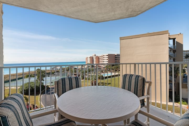 Gulf and beachfront condo w/marvelous views, shared pool and hot tub