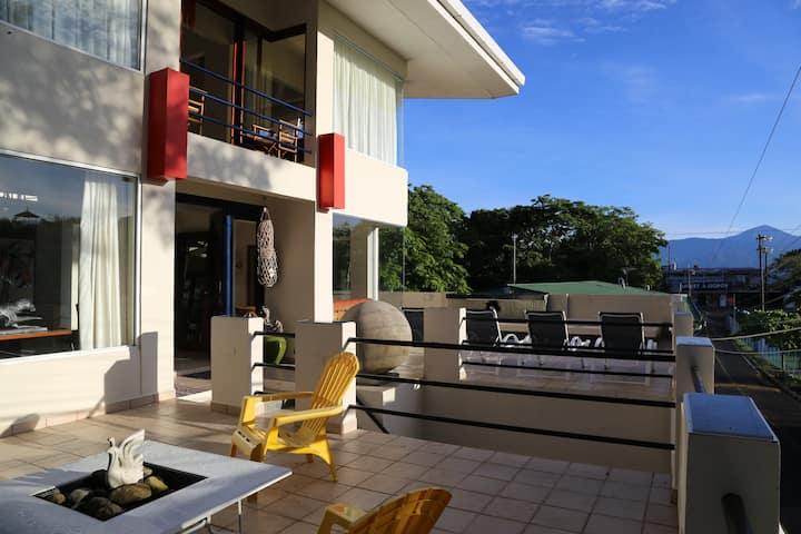 New Modern Villa in Manuel Antonio Central