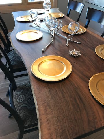 Custom Luxury table settings for fancy parties