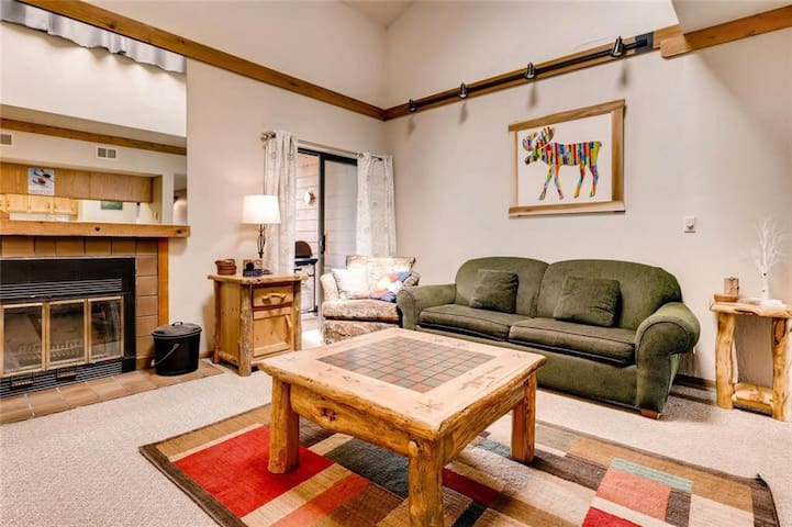 Apres Chalet w/ Amazing Mtn Views, Frisco 3BD/3BA