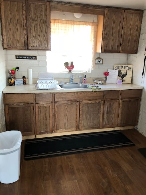 Full amenities kitchen