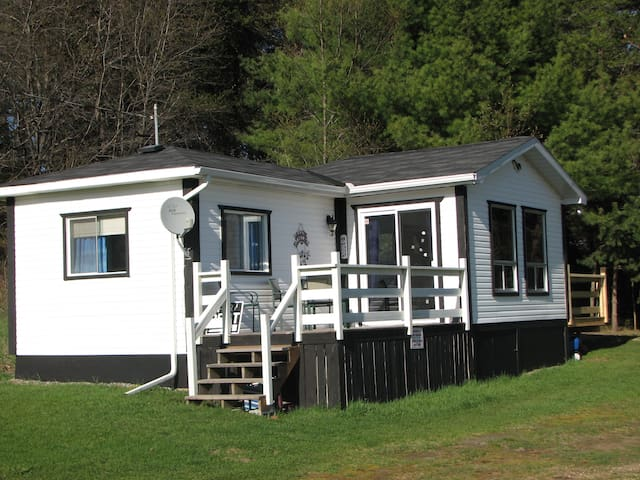 The Loon Cottage...your cozy getaway on the lake! - Otter Lake